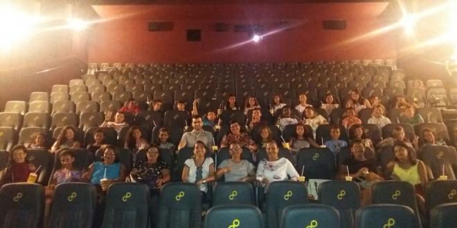 Prefeitura Municipal de Feliz Deserto promove visita de crianças e adolescentes ao cinema na Capital Alagoana.