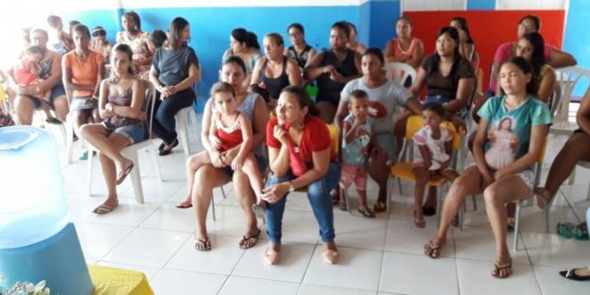 Reunião de Pais de alunos matriculados na Creche Luiz de França Nunes.